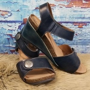 Elite by Corkys wedged open toe sandals